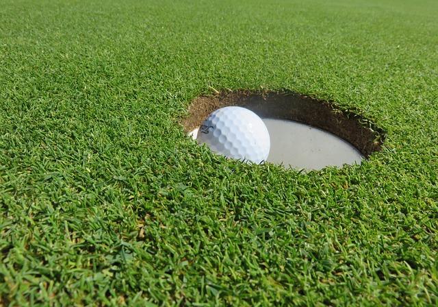 ライザップゴルフ  パターの練習が熱心