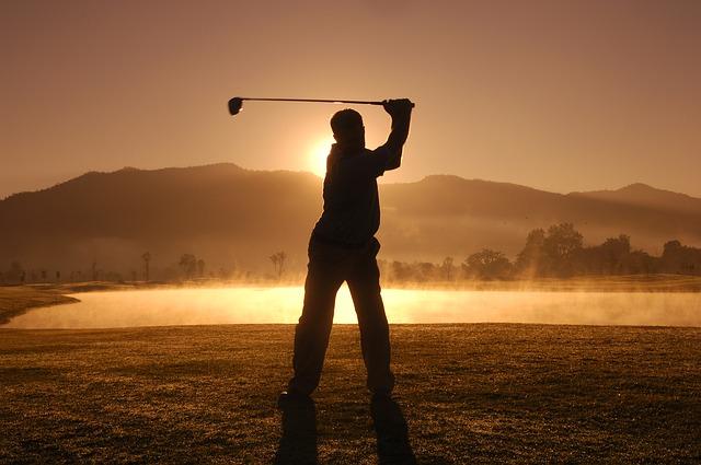 夕暮れゴルフイメージ